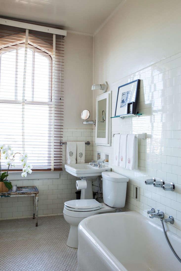 susie-buell-bathroom-monogrammed-towels