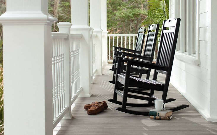 trex-transcend-porch-gravel-path-railings-classic-white-colonial-spindles-outdoor-furniture-black-rockers-remodelista