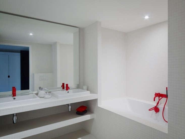 villa-solaire-remodelista-bathroom