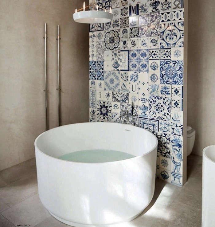 white-tub-tiled-wall-elle-decor-italia-remodelistajpg