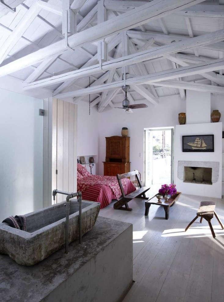 zoumboulakis-architects-hydra-bedroom-2-remodelista