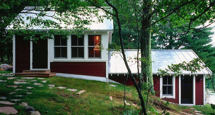 A%26H-Architecture-Cable-Lake-Cabin-Metal-Roofing-Gardenista