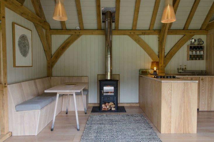 Out-of-the-Valley-rental-cabin-Devon-England-Gardenista-9