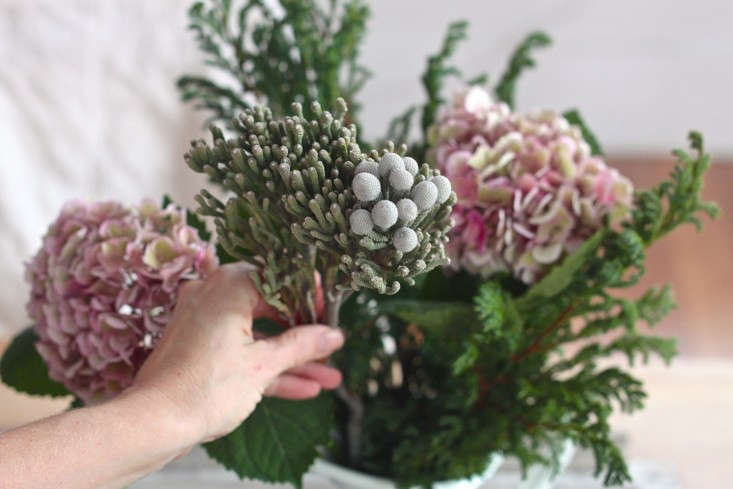 Winter%20Romance%2C%20Silver%20Brunia%20Bouquet%2C%20assembly