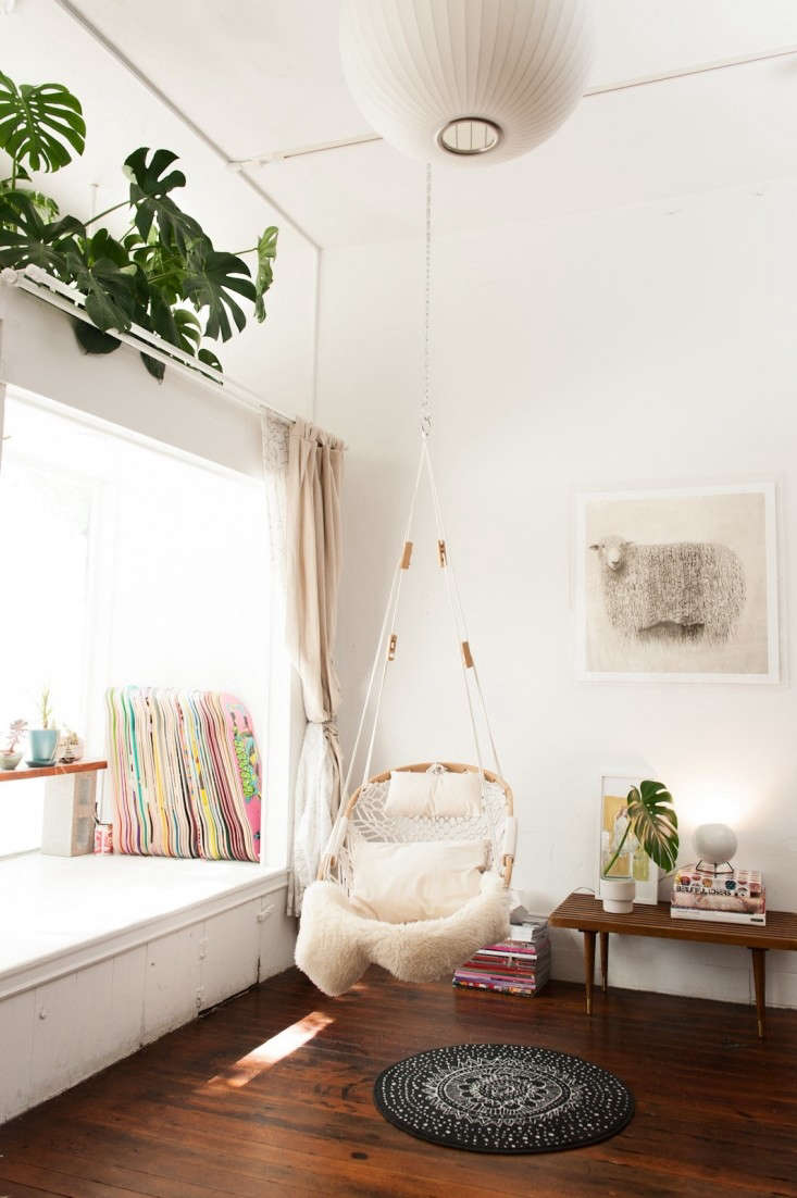 cobble-mountain-hanging-chair-gardenista