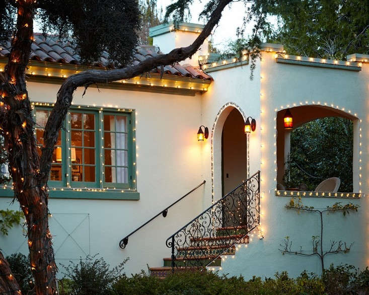 outdoor%20holiday%20string%20lights%201