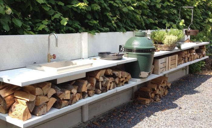700_wwoo-outdoor-kitchen-herbs