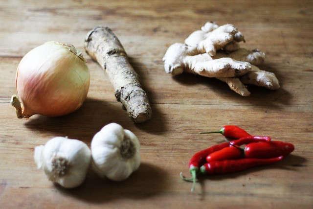 fire-cider-ingredients-gardenista