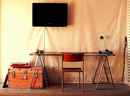 ace-hotel-palm-springs-desk