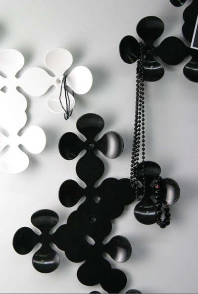 black-and-white-daisy-hooks