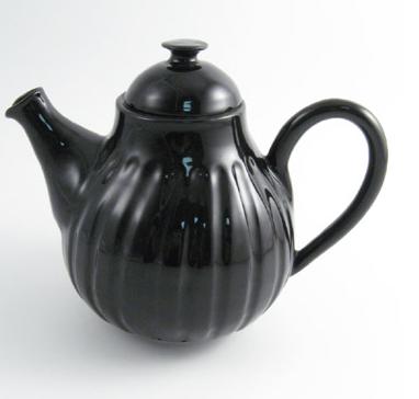 black-teapot-1