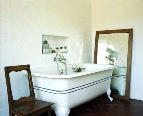 black-white-bathtub-from-les-carnets-du-design