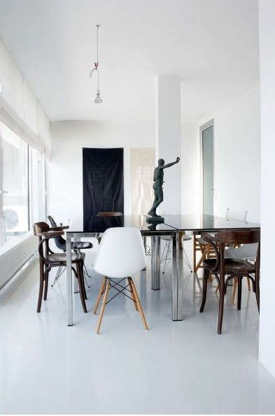 black-white-dining-room-statue