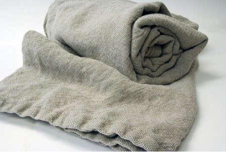 brahms-mount-linen-blamket-grey