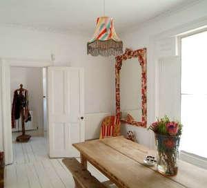 british-patterned-dining-room.jpg