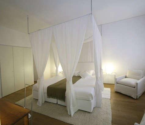 casa-angelina-canopy-bed