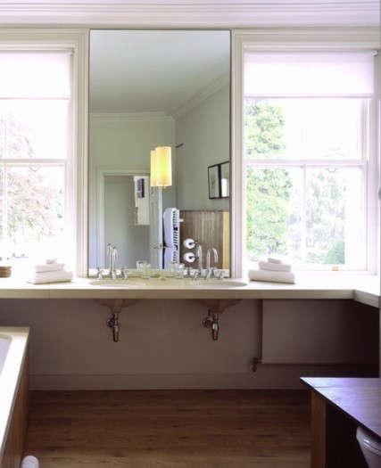cowley-manor-sink-with-mirror
