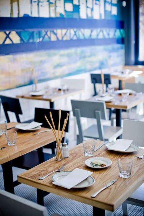 delfina-pizzeria-tables