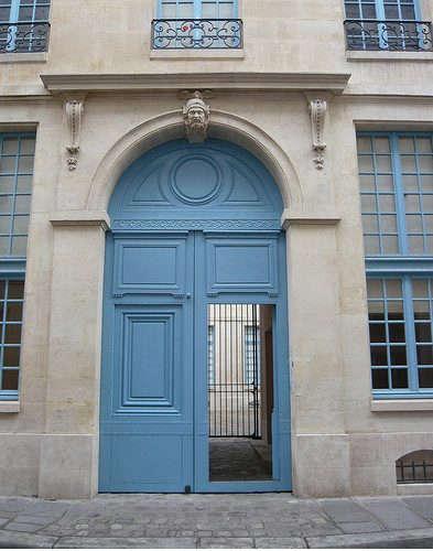 flickr-blue-door-paris