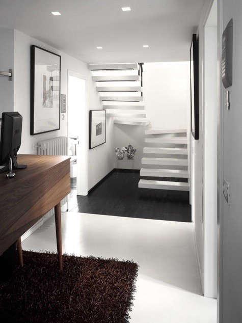 floroom-stairs-brown-rug