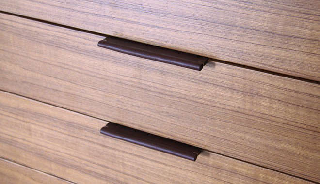 henrybuilt-wardrobe-detail-3-leather-pulls