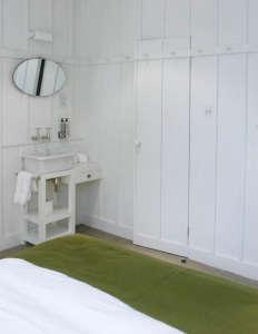 high-road-house-bathroom.jpg