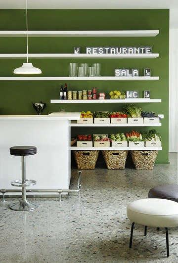 hotel-aire-de-bardenas-green-wall