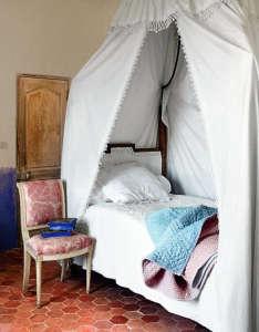 kikette-interiors-canopy-bed.jpg