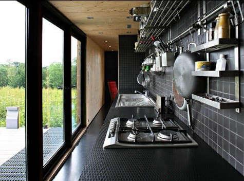 lode-architecture-black-kitchen