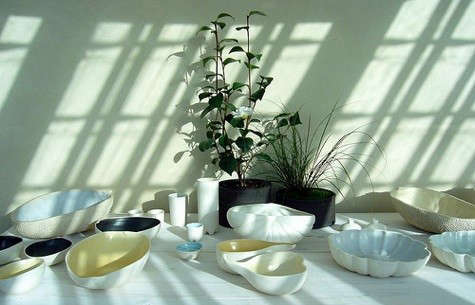 manos-table-with-sunlight