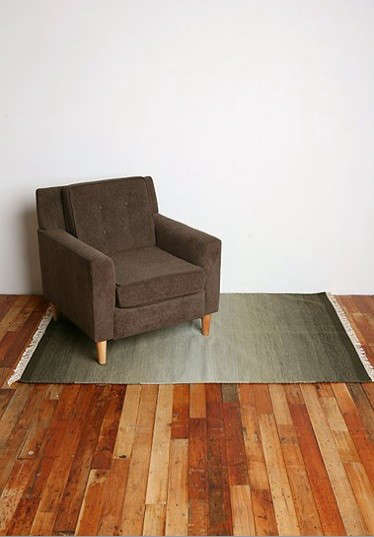 ombre-rug-urban-outfitters-with-chair