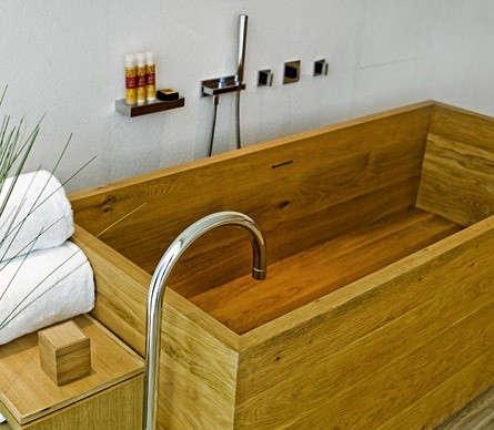 opposite-house-tub