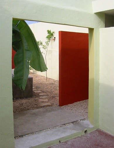 red-door-from-courtyard-merida-house