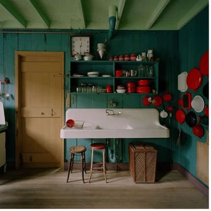 red-pots-in-kitchen
