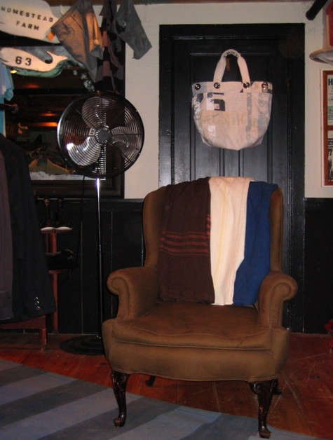 rogues-gallery-chair-with-swans-island-blankets