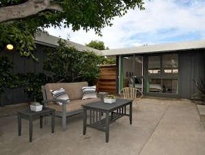 socal-modern-patio.jpg