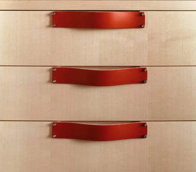 spinneyback-red-leather-pulls