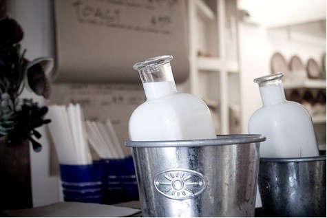 stable-cafe-milk-bottle-2
