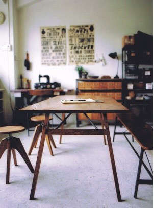 truck-table-and-stools
