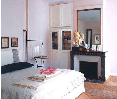 paris-bedroom-coral
