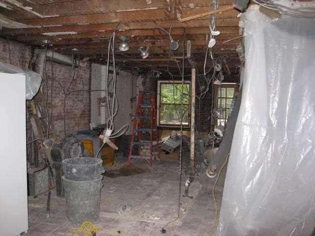 640_artist-townhouse-kitchen-before
