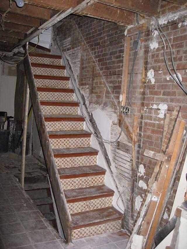 640_artist-townhouse-orig-kitchen-stairs