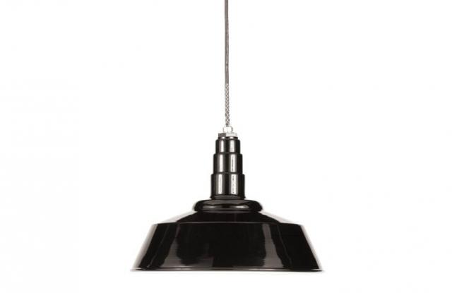 640_black-barn-light