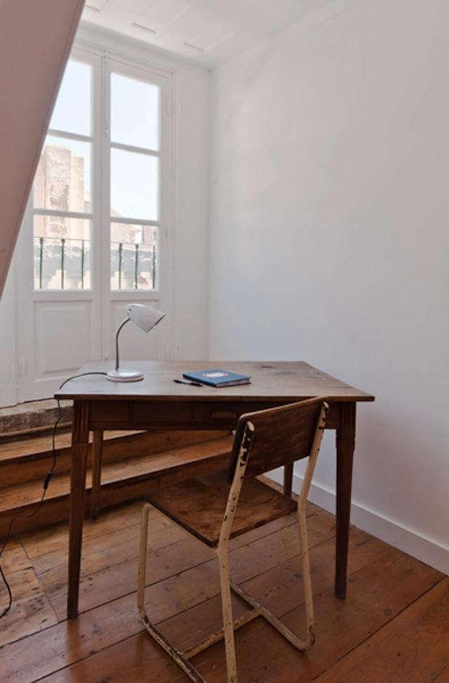 640_desk-white-chair