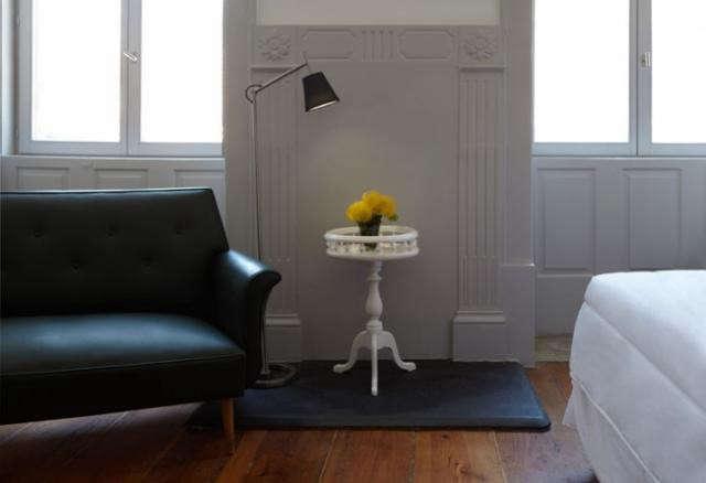 640_favorita-black-sofa