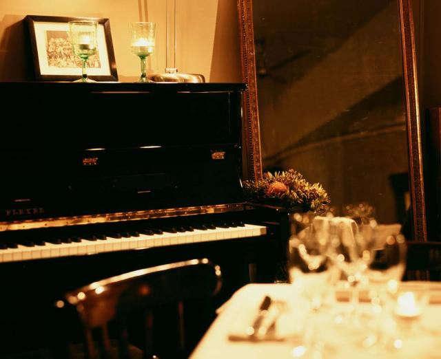 640_hotel-du-nord-black-piano