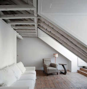 Traditional sofas and chairs in the loft