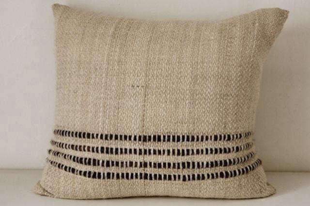 640_ochrepehuen-pillow