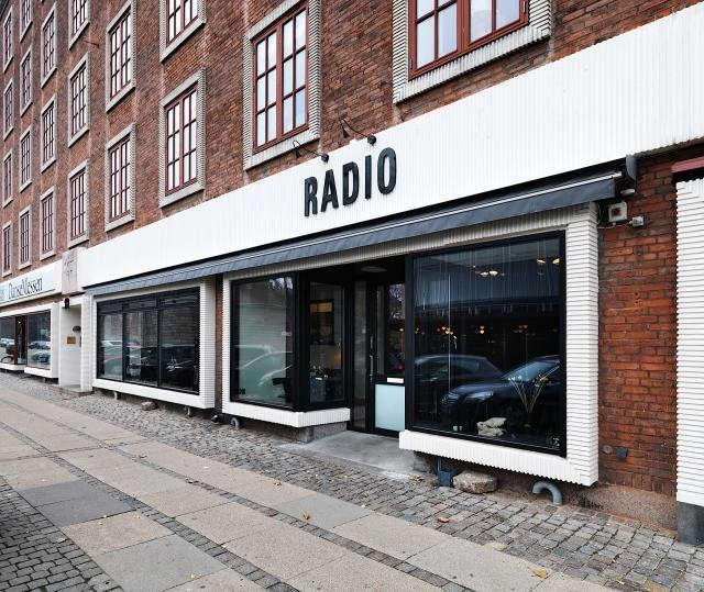 640_rmf28x300n—2-5-m—lhs—restaurant-radio-09—udefra