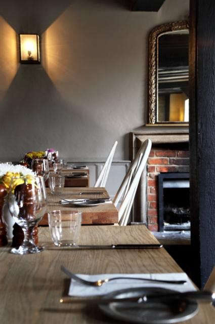 640_the-crown-amersham-dining-room